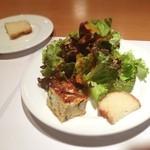 22563290 - 野菜のフリッタータ、サラダ、パン