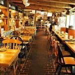 北海道シントク町 塚田農場 - 内観写真:広々とした店内