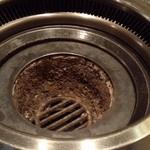 焼肉モリタ屋 - 炭を入れる前の無煙ロースター~♪(^o^)丿