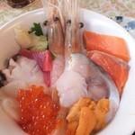 22564732 - 海鮮丼 1580円 【 2013年11月 】