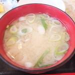 22564746 - 海鮮丼 1580円のかに汁 【 2013年11月 】