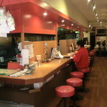 甲子園飯店 - 奥に細長い店内 油っぽさなし綺麗です