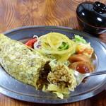 レストラン 自由軒 - 「プレートセット(995円)」オムライスなどの自由軒の看板料理をワンプレートに盛り合わせた人気の一皿