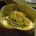 悠日 - セイロ蕎麦セット(1050円)の前菜は、そばサラダ