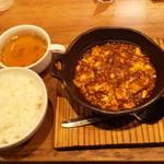 22569208 - 四川麻婆豆腐(740円)・・・ご飯、スープ付き