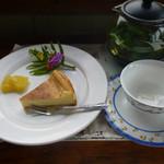 ログ喫茶・ペンションいずみが森 - チーズケーキとフレッシュハーブティー