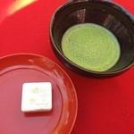 金閣寺不動釜茶所 - 和三盆のお菓子とお抹茶