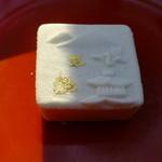 千本玉壽軒 - 金閣寺が表されている、綺麗なお菓子ですね☆☆☆