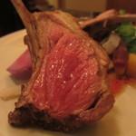 ボータン - 仔羊背肉 骨つきロースト