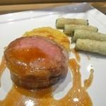 22575056 - ラムサドルのオーブン焼き ショートパスタのグラタンとローストにんにくのジュ