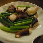 そら豆食堂 - たことニンニクの芽白ワイン炒め