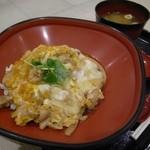 博多華味鳥 - コスパの高い親子丼。650円