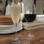 ビオバル弘前 - スパークリングと赤ワインをグラスで