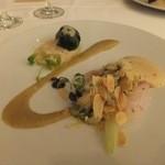 22586749 - 前菜。瀬戸内海産天然鯛のマリネ、渡り蟹のファルシ、焼き茄子のピューレ