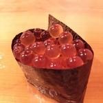 寿司じんかく - このイクラがピンポン玉の様な食感でビックリ