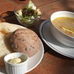 キャスロン - スープランチ1050円★ほっこり優しいスープの味!