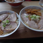 鳥よし - 「チャーシュー麺」と「チャーシュー麺大盛り」
