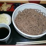 太郎亭 - 肉そばでおなじみの田舎そば  おおもり700円