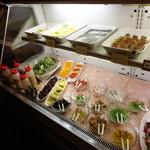 AKI'S - 冷菜コーナーとデザート