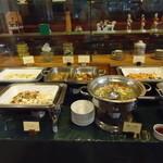 AKI'S - 温かい料理のコーナー