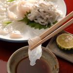 魚信旅館 - フグ刺身