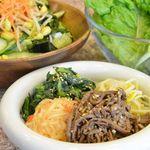 炭火焼肉 慶洲苑 - ナムルなども自家製です。