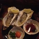 徳兵衛 - 殻付き生牡蠣 ひとつ500円