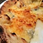 22611436 - ゴルゴンゾーラと蜂蜜のピザ