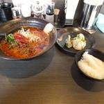 香氣 四川麺条 沼袋店 - 烈火坦々麺+水餃子+サービスライス