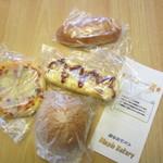 ディンプル ベーカリー - この日は自宅用にパンを4種類購入です。