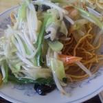 ぎょうざの満洲 - 野菜たっぷりかた焼きそばは海老入りです