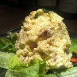 ミートクルセイダーズ - 燻製タマゴと燻製ベーコンの濃厚絶品ポテサラ。大好評です☆