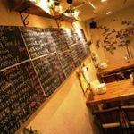 Vin&Fromage UnVerre - 手書きの黒板メニューです  ヨーロッパの田舎町をイメージした店内。メニューは黒板をごらんください。