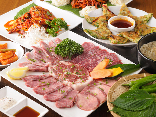韓味館 - 内観写真:焼肉も種類豊富で食べ応え十分