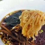 三益 - 自家製の中細ちぢれ麺