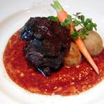 ビストロ グリッツ - 国産牛ホホ肉の赤ワイン煮込み  柔らかく煮込んだ牛ホホ肉は、赤ワインと相性抜群! 2000円