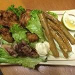 ゆふいん大衆食堂くんちゃん - 唐揚げ3兄弟  (訳あって親が違います)鶏、ゴボウ、タコ3種