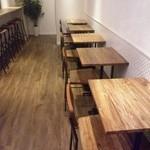 Cafe Soi - 全席ひとり掛けです。