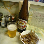 北京定食やまちゃん - ビールとお通しのきんぴらごぼう