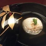 22644596 - 【お椀】・・・鯛菊花真丈・水前寺海苔・木の芽