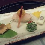 22644599 - 【前菜】・・・のど黒寿司・自然薯煎餅・むかご真丈・芹白和え