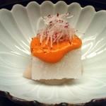 22644603 - 【先付】・・・加賀蓮根豆腐・帆立・アボカド・雲丹ソース・針ラレシ