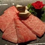 薩摩焼肉 黒桜 - 『上カルビ』(1480円)!口の中で、とろけるような柔かさと旨み、甘みが感じられる~♪(^o^)丿