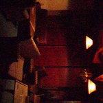 ロング・ア・ロング - お店の中。薄暗くて良い雰囲気です
