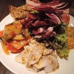 オカモト - 前菜(5種)の盛り合わせ2400円 (前菜メニュー9種から5種を選ぶようになってます。) これ、写真ではサイズ感が分かりにくいけど、 大きなお皿で、すっごいボリュームなんだよ~