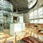 サロン・ド・テ・ロンド - 店内のテーブル席の風景です
