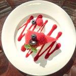 サロン・ド・テ・ロンド - ケーキセット 1050円 のマスカルポーネとベリーのムース フレッシュベリーと共に