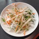鶏龍軒 - ランチのラーメンセット(850円)に付いたサラダ2013年11月