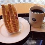 エクセルシオールカフェ - 4種のフルーツミックスサンドとホットコーヒー