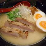 ゆうすけ - ゆうすけ濃厚鶏白湯(全部のせ)